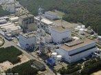 Usina de Tokaimura - Jap�o, 1999. Sede da ind�stria nuclear japonesa h� mais de 60 anos, Tokaimura, a 140 km de T�quio, foi palco de um dos piores acidentes envolvendo usinas de energia at�mica no Jap�o. Em 30 de setembro de 1999, funcion�rios de uma f�brica de reprocessamento de ur�nio usaram quantidades excessivas do elemento met�lico radioativo em um reator desativado h� mais de um ano. Mais de 600 pessoas foram expostas � radia��o alta liberada ap�s uma rea��o nuclear descontrolada no reator. <br/><br/> Palavras-chave: Usina de Tokaimura. Acidentes nucleares. Energia nuclear. Radioatividade.