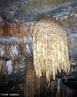 Imagem de uma caverna com estalactites, que s�o forma��es rochosas sedimentares que se originam no teto de uma gruta ou caverna, crescendo para baixo, em dire��o ao ch�o da gruta ou caverna, pela deposi��o (precipita��o) de carbonato de c�lcio arrastado pela �gua que goteja do teto. Apresentam frequentemente uma forma tubular ou c�nica. <br/><br/> Palavras-chave: Estalactites. Carbonato de c�lcio. Caverna.