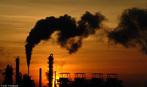 Ind�stria qu�mica poluindo o meio ambiente pela libera��o de gases. <br/><br/> Palavras-chave: Ind�stria qu�mica. Gases na atmosfera. Misturas. Meio ambiente. Economia.
