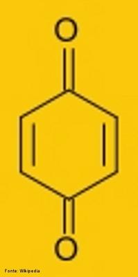 Fórmula da benzoquinona que é um dos dois isômeros de posição da ciclohexanodiona. A sua fórmula química é C6H4O2. <br/><br/> Palavras-chave: Benzoquinona. Isomeria. Isômeros de posição.