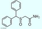 O Modafinil é utilizado para tratar a depressão, esclerose múltipla e vários outros distúrbios associados à fadiga. Há relatos de que médicos estão sendo bombardeados por pessoas saudáveis solicitando receitas de modafinil como estimulante cognitivo que os faça dormir menos, trabalhar e se divertir mais. Fórmula molecular C15H15NO2S. Massa molar 273,35 g/mol.  Nomenclatura IUPAC (sistemática) 2-[di(phenyl)methylsulfinyl]acetamide <br/><br/> Palavras-chave: Modafinil. Medicamentos. Química orgânica. Doping.