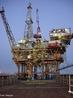 Plataforma petrolífera ou plataforma de petróleo, é uma grande estrutura usada na perfuração em alto mar para abrigar trabalhadores e as máquinas necessárias para a perfuração de poços no leito do oceano para a extração de petróleo e/ou gás natural, processando os fluidos extraídos e levando os produtos, de navio, até a costa. Dependendo das circunstâncias, a plataforma pode ser fixada ao chão do oceano, pode consistir de uma ilha artificial ou pode flutuar. <br/><br/> Palavras-chave: Plataformas de petróleo. Extração de petróleo. Petróleo.