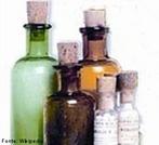 Representa��o de alguns frascos rotulados de vidro fechados com rolhas, pr�prios para subst�ncias qu�micas. <br/><br/> Palavras-chave: Subst�ncias qu�micas. Frascos. Solu��es.